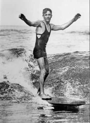 1936 年前,去海邊是得這樣穿的。(來源: Yahoo.)